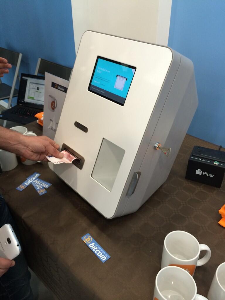 Un distributeur de bitcoins paris for Achete maison cash